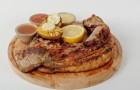 Корейка оленя с запеченным картофелем и розмарином