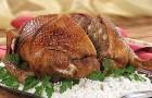 Курица, фаршированная сливами