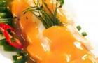 Печень кролика с зеленым луком, фасолью и вялеными помидорами
