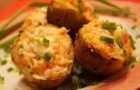 Печеный картофель под овощами