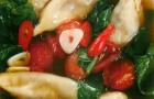 Рыбный бульон с гёдзе из креветок и соевым соусом