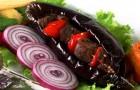 Шашлык из баклажанов с чесночным соусом