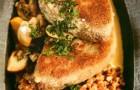 Шницель рубленый с гречневой кашей и грибным соусом