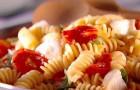 Салат из макарон, фасоли, помидоров