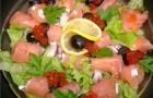 Салат с маринованными морепродуктами и пикантными тостами