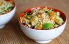 Салат с овощами, грибами и фисташками