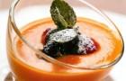 Суп-пюре из персиков и абрикосов с лесными ягодами