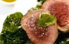 Телячья вырезка с соусом васаби и шпинатом