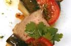 Теплый салат из ягненка с фасолью и баклажанами