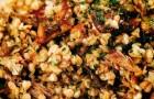 Гречневая каша, томленная с белыми грибами и мясом утки
