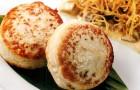 Куриные котлетки с картофелем пай и соусом из белых грибов