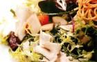 Салат из курицы, груши и сыра горгонзола