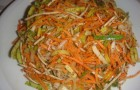 Салат из моркови и сельдерея с кедровыми орешками