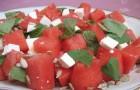 Салат с домашней брынзой, арбузом и тыквенными семечками