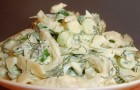 Салат с кальмарами и яйцом в мешочек