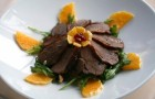 Салат с копченой уткой и сливой
