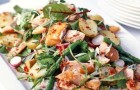 Салат с копченым лососем, редисом и фенхелем