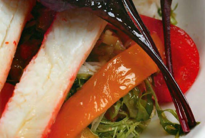 Салат с крабами и печеным перцем