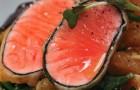 Темпура из лосося с апельсином, спаржей и свекольным листом