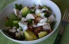 Теплый салат с куриной печенью и горгонзолой
