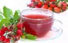 Вино смородиновое красное с лепестками роз или шиповника