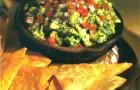 Гуакамоле с чипсами из тортильи