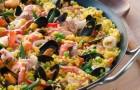 Паэлья с морепродуктами и колбасой