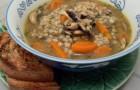 Суп с индейкой, перловой крупой и грибами