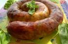Украинская домашняя свиная колбаса с луком и пряностями