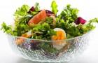 Салат из листьев одуванчика и колбасного сыра