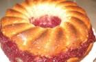 Бисквитный пирог с клюквой