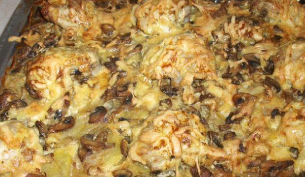 Мясо домашней птицы и грибы, запеченные с картофельным пюре