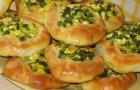 Пирог с зеленым луком, солеными лисичками и вареным яйцом