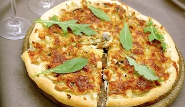 Пицца с грибами и с индюшатиной