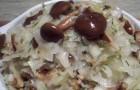 Соленые грибы с квашеной капустой