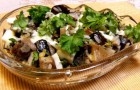 Салат из соленых (или маринованных) грибов с соусом