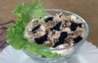Салат с шампиньонами, орехами и черносливом
