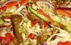 Салат с солеными грибами и овощами