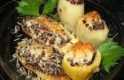 Баклажаны, фаршированные картофелем в скороварке
