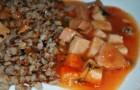 Гречневая каша с томатным соусом и луком в скороварке