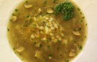Грибной суп на мясном бульоне с перловкой в мультиварке