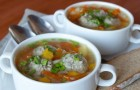 Куриный суп с фрикадельками из индейки в скороварке