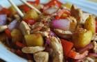 Курица с болгарским перцем и фруктовым соусом в скороварке