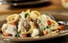 Салат грибной с курицей в пароварке