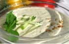Сливочный суп с огурцами и шпикачками в пароварке