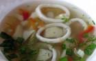 Суп из консервированных кальмаров с овощами в скороварке