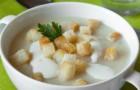 Суп из курицы с мускатом и сухариками в скороварке