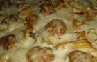 Тефтели в сливочно-сырном соусе в мультиварке