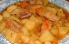 Тушеное мясо с картофелем в мультиварке