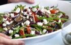 Салат с фетой, авокадо и красным луком